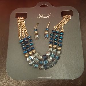 NWT Beautiful Statement Necklace & Earrings Set